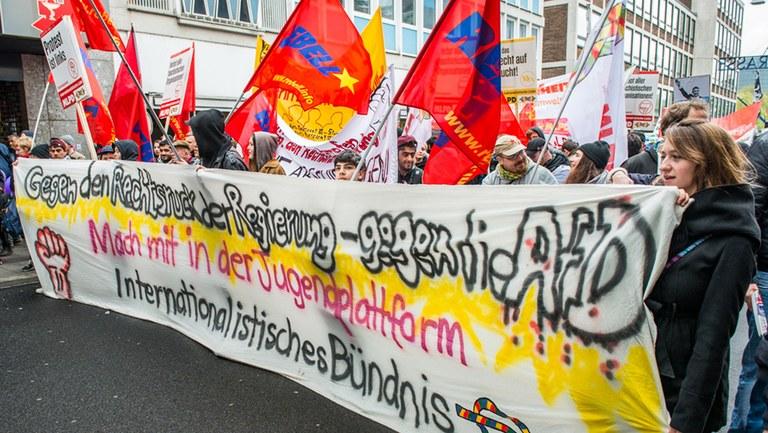 Statements gegen AfD-Forderung nach Verbot der Internationalistischen Liste/MLPD