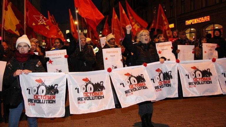 Sankt Petersburg: 10.000 Menschen demonstrieren mit der revolutionären Weltorganisation ICOR zum Gedenken an 100 Jahre Oktoberrevolution