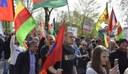 Gelsenkirchen: Polizei beschlagnahmt YPG-Fahne trotz richterlicher Erlaubnis und kündigt Strafanzeige gegen Monika Gärtner-Engel an