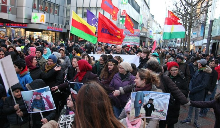Millionen feierten Newroz und gingen weltweit auf die Straße für Efrîn