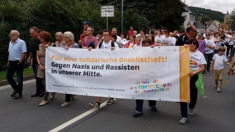 Flugblatt: Keinen Fußbreit den Faschisten! Stärken wir die Kräfte im Kampf gegen die Rechtsentwicklung   der Regierung!