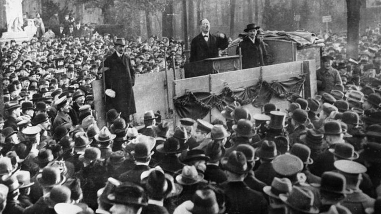 Heute vor 100 Jahren: Arbeiter und Soldaten beendeten Kaiserreich und Weltkrieg - Liebknecht ruft sozialistische Republik aus
