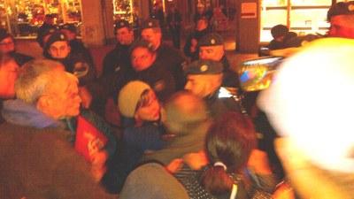 Trotz breiter Empörung in Essens Bevölkerung – Polizei prügelt faschistischem Aufmarsch die Straße frei