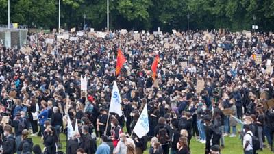 Hunderttausende auf der Straße – Rebellion gegen Rassismus, Faschismus und Antikommunismus