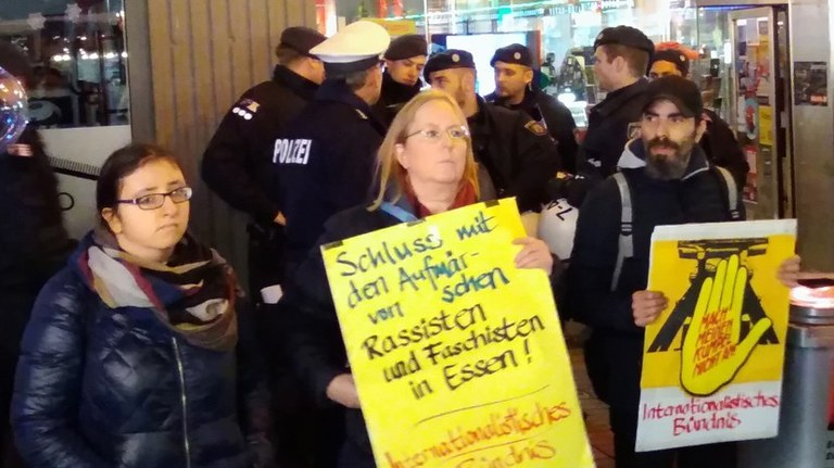 Polizeiskandal in Essen und Mülheim muss nachhaltige Konsequenzen haben:  Strafrechtliche Verfolgung faschistischer Netzwerke in den Behörden!  Polizeipräsident Richter muss zurück treten!