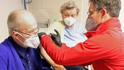 Impfdesaster von Regierung und Monopolen - Schnelle Impfkampagne weltweit auf Kosten der Profite!