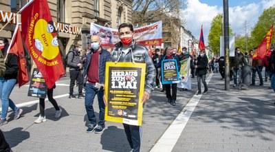 Weltweit trotz Pandemie Hunderttausende auf der Straße