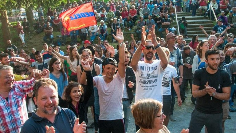 Strike while the iron is hot and strengthen the forces in the struggle against the rightward development of the government