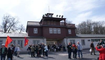 Protestez contre l'interdiction de la réunion de commémoration antifasciste à l'occasion du 75e anniversaire de l'exécution d'Ernst Thälmann