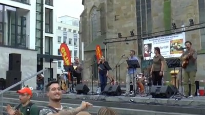 Grup  Yorum tritt auf Kundgebung der MLPD auf